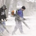 Usare il soffiatore per pulire la neve