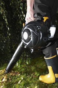 Soffiatore elettrico o con motore a scoppio?